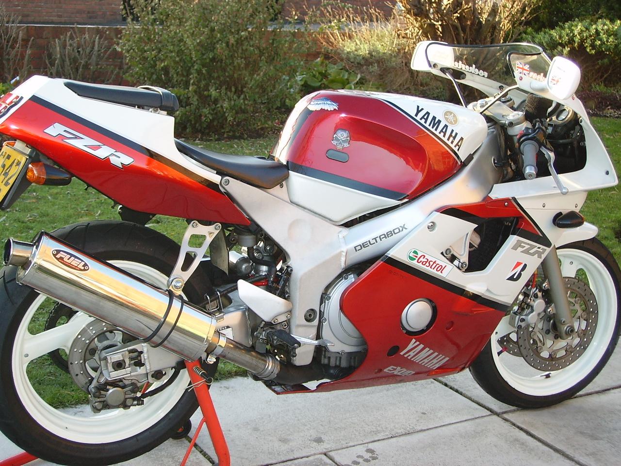 Le retour de la KAWASAKI NINJA 400 !!!! B_1_q_0_p_0.jpg?u=http%3A%2F%2Fmotorbike-search-engine.co.uk%2Fclassic_bikes%2F1990-fzr400