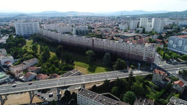 vues-de-drone-quartier-clermont-ferrand_4216062.jpeg