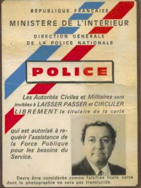 La carte de Police de Coluche - En rouge et noir