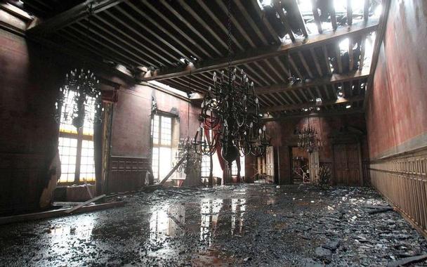 Après l'incendie, la mairie de La Rochelle risque de s ...
