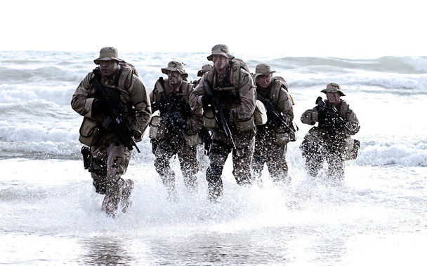 [Jeu] Association d'images - Page 20 Navy-SEALs-in-water.jpg?u=https%3A%2F%2Fblogs-images.forbes.com%2Fbryanstolle%2Ffiles%2F2014%2F07%2FNavy-SEALs-in-water