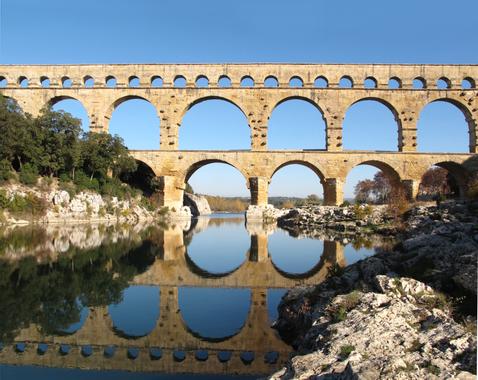 "Photos de ""l'instant T""  Gardon_au_pont_du_Gard.jpg?u=https%3A%2F%2Fupload.wikimedia.org%2Fwikipedia%2Fcommons%2F6%2F65%2FGardon_au_pont_du_Gard"