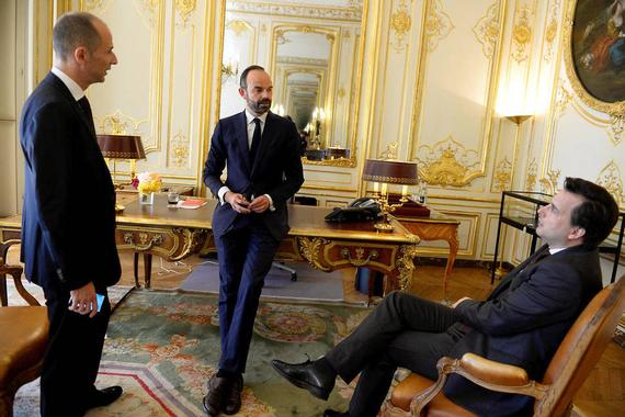 Les premières photos d'Édouard Philippe dans son bureau à ...