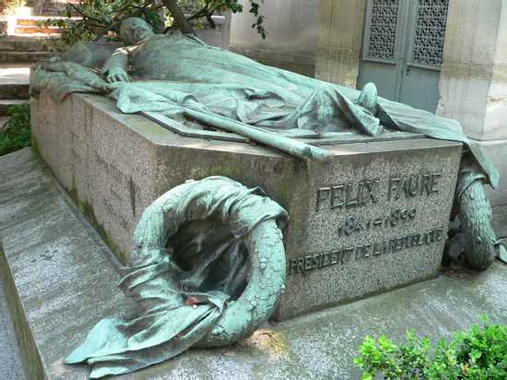 Top 10 Fascinating Graves in Père Lachaise - Listverse