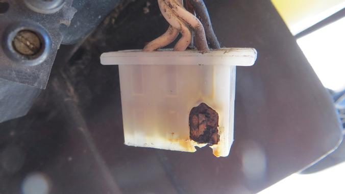 Cable qui chauffe avec fumée Img_2213.jpg?u=https%3A%2F%2Fi.servimg.com%2Fu%2Ff11%2F19%2F17%2F47%2F78%2Fimg_2213