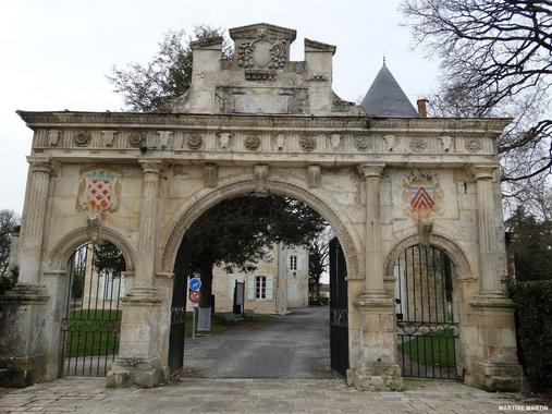 Le château de Surgères (17) - La Gazette des Olonnes